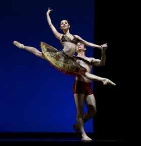 Lauren Ciobanu with Ian Casady in Stanton Welch's Tu Tu. Photo by Ron McKinney.