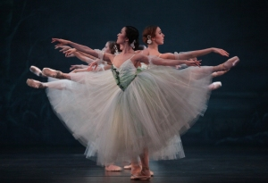 Nao Kusuzaki & Artists of Houston Ballet Photo: Amitava Sarkar