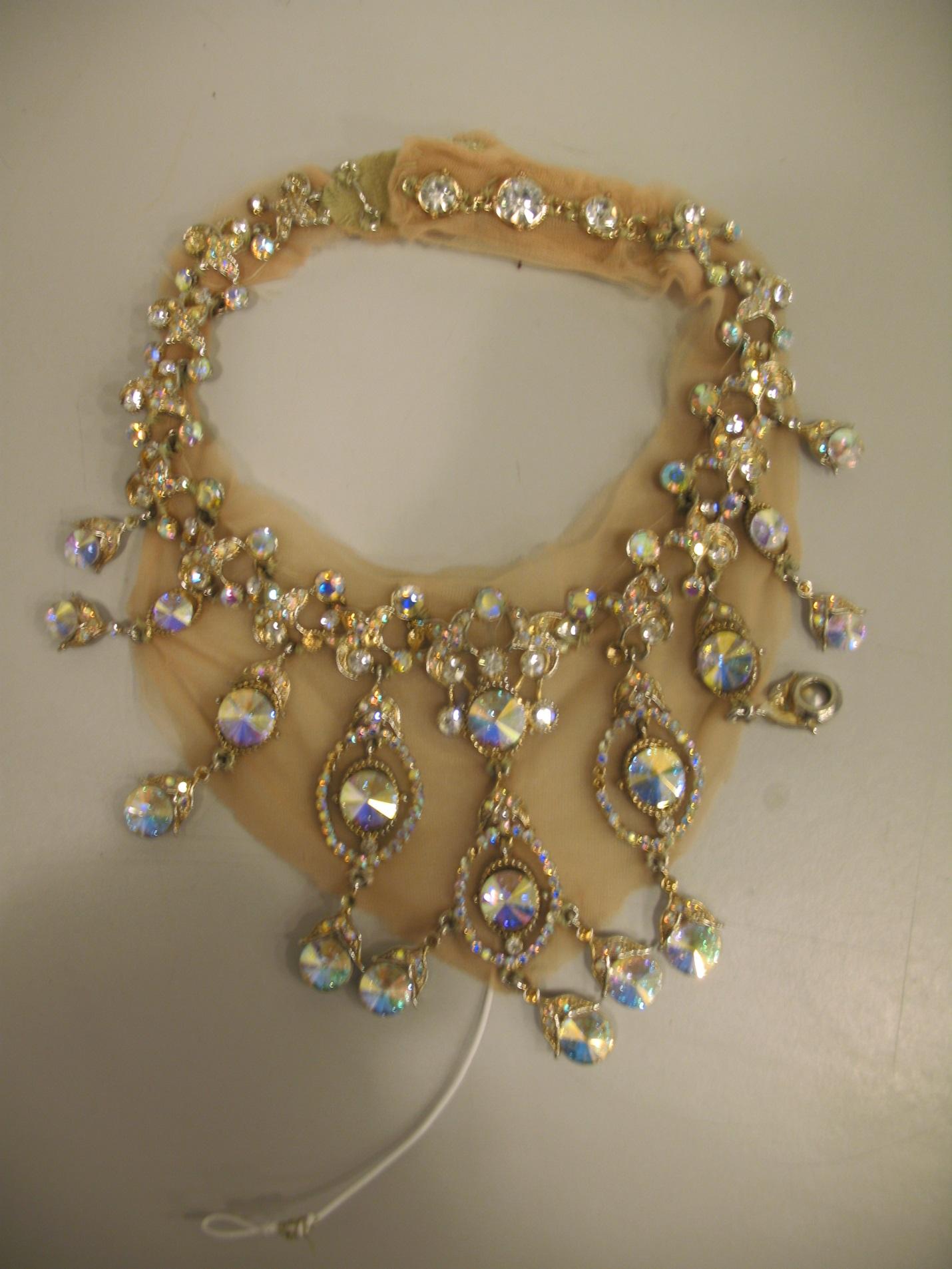Displaying 17> Images For - Elizabethan Era Jewelry...