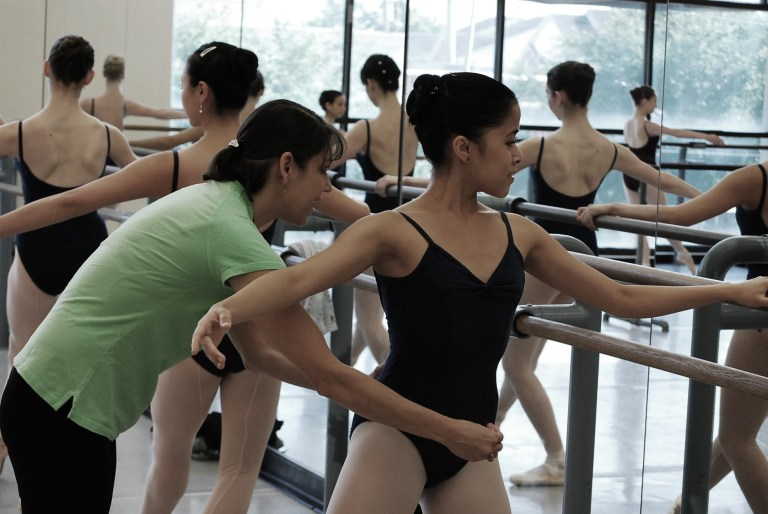Sally Rojas coaching students
