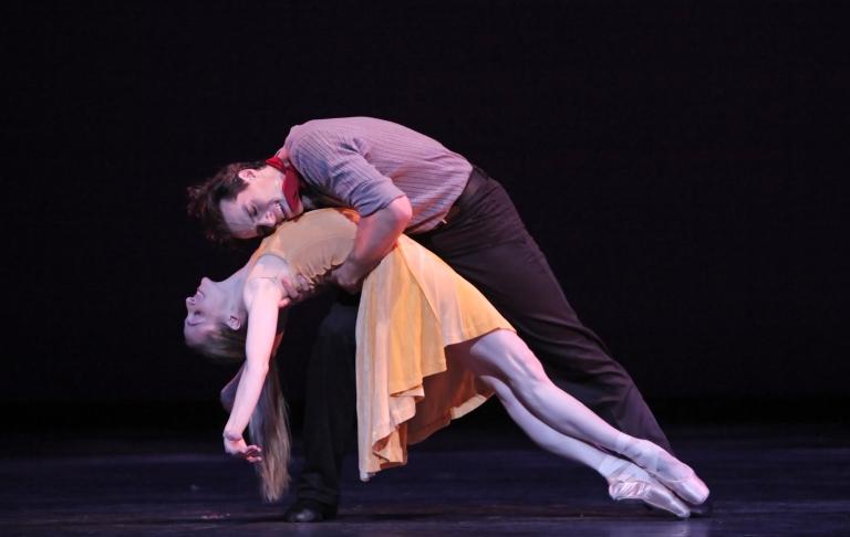 carousela-dance_2009_asarkar1